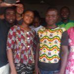 Géraldine en compagnie des porteurs du projet  à Tchaourou,